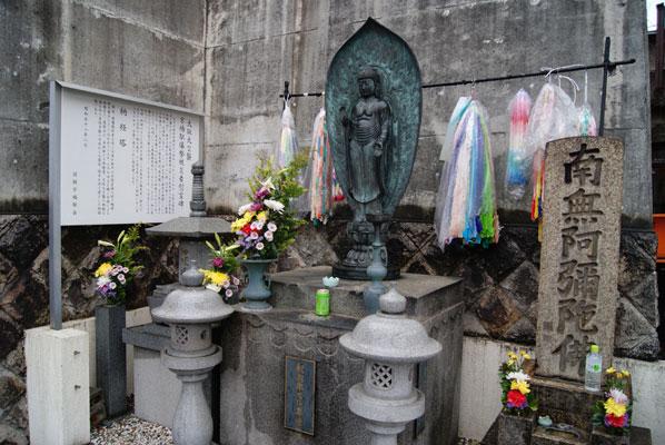 大阪大空襲 京橋駅爆撃被災者慰霊碑  他
