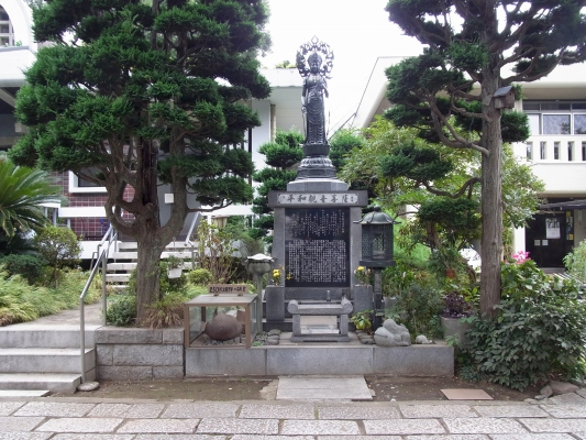 平和観音菩薩像
